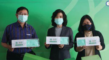 สมาคมนักข่าวนักหนังสือพิมพ์แห่งประเทศไทย รับมอบหน้ากากอนามัยซีพี